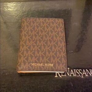 Michael Kors Jet Set Passport Wallet